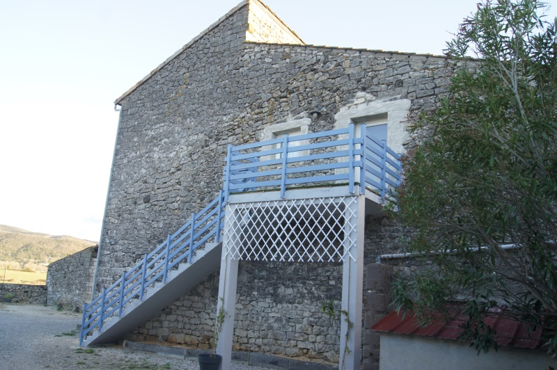 Gite avec piscine couverte en Ardèche méridionale